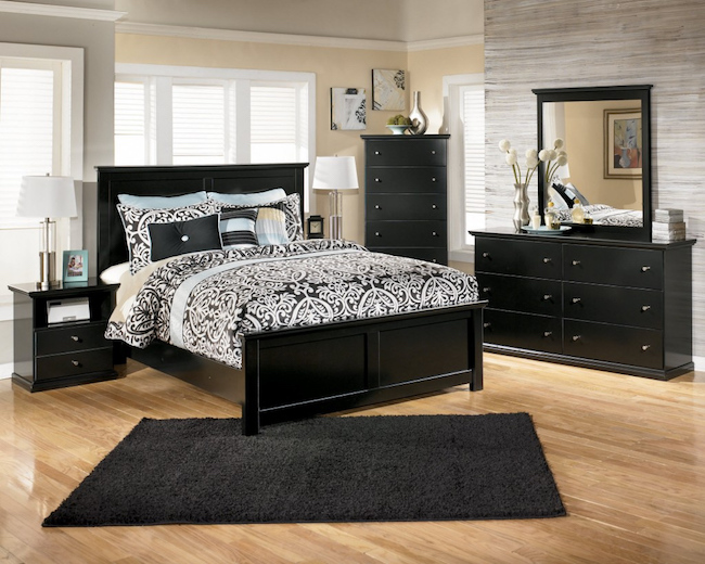 This Black Bedroom Rug Beautifully Complements The Bedroom Furniture.
