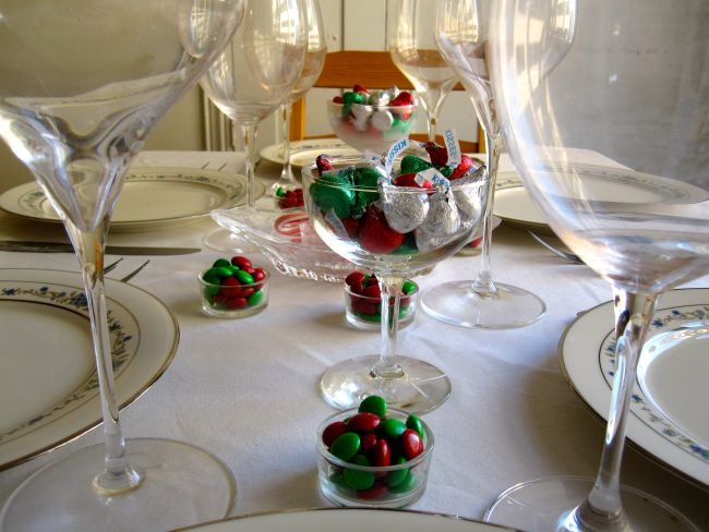 Simple Christmas Table Settings